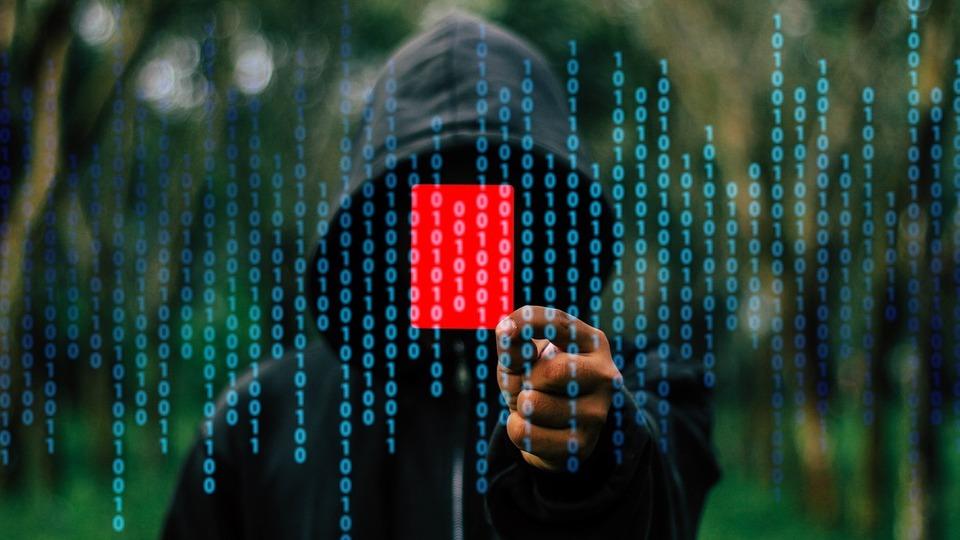 Firmy pod palbou: každý desátý kyber útok by silně ohrozil provoz