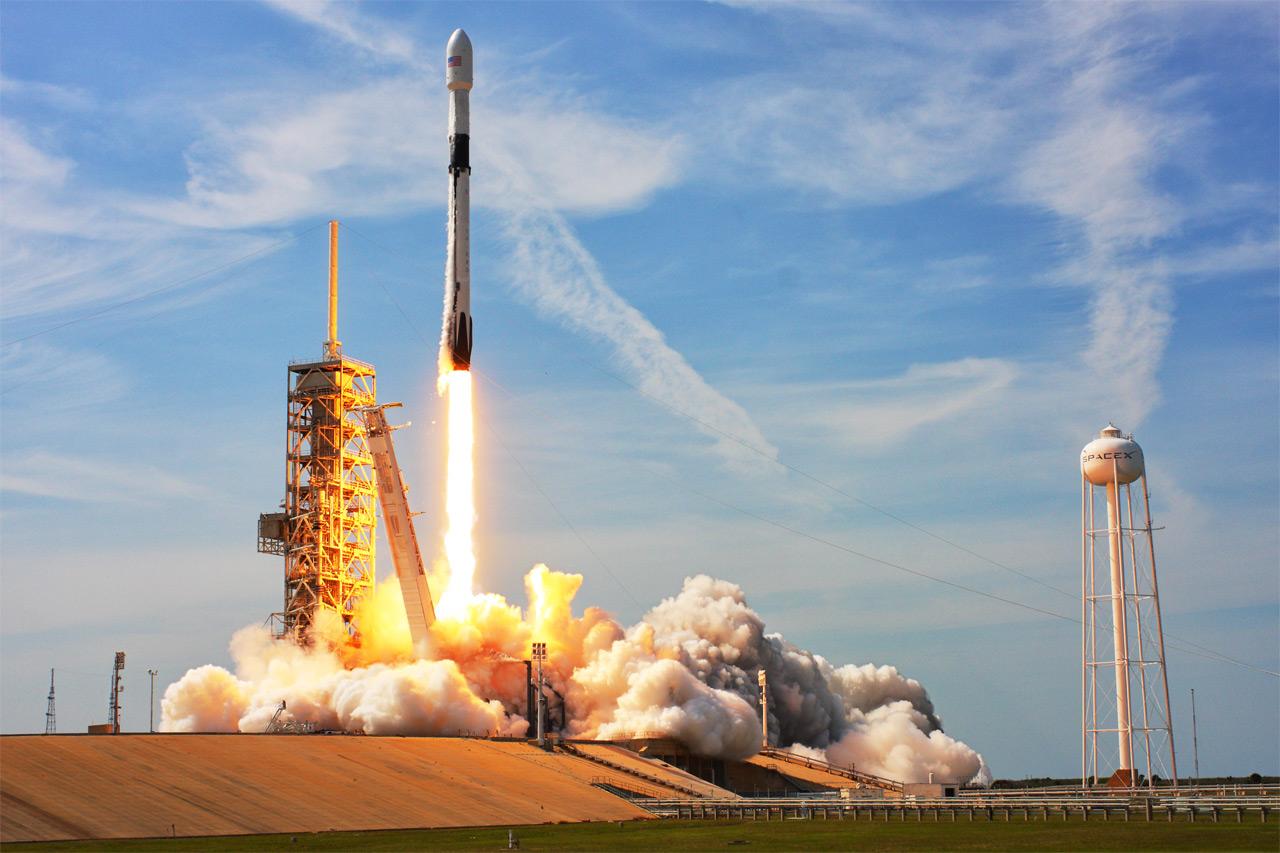 ŽIVĚ: Sledujte on-line start rakety FALCON 9